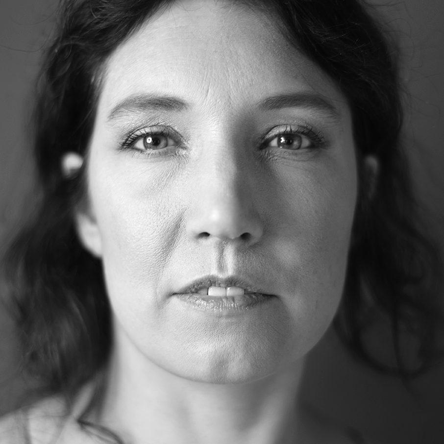 Portret-fotograaf-den-bosch-Nikki-foto-zwart-wit